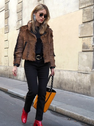 jacket tumblr fur jacket faux fur jacket bag yellow yellow bag denim jeans black jeans boots red boots sunglasses