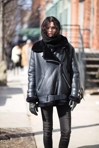 coat acne studios black coat leather coat shearling jacket shearling black jacket black leather jacket leather jacket streetstyle scarf all black everything gloves