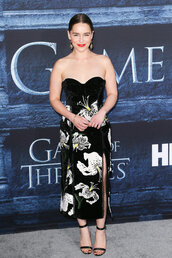 strapless,strapless dress,bustier dress,emilia clarke,sandals,floral dress,midi dress,gown,prom dress,suede dress,black dress,black sandals,game of thrones,red carpet dress