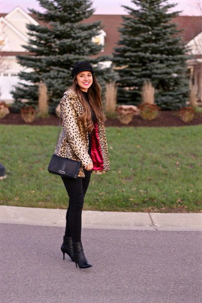 lamariposa blogger jacket sweater jeans shoes hat bag animal print ankle boots black jeans winter outfits