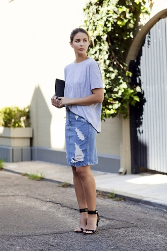 le fashion image blogger t-shirt bag jeans skirt casual chic vince clutch grey t-shirt denim skirt ripped denim skirt blue skirt sandals sandal heels high heel sandals black sandals