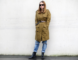 sara strand blogger jeans belt jewels sunglasses coat ripped jeans chelsea boots