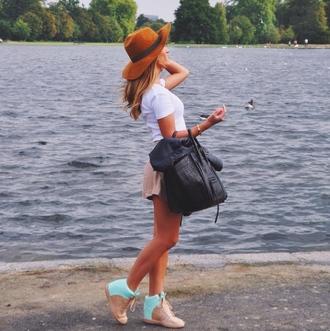 shoes outfit bag hat white black accessory accessories bracelets camel floppy hat trainers t-shirt shirt shorts
