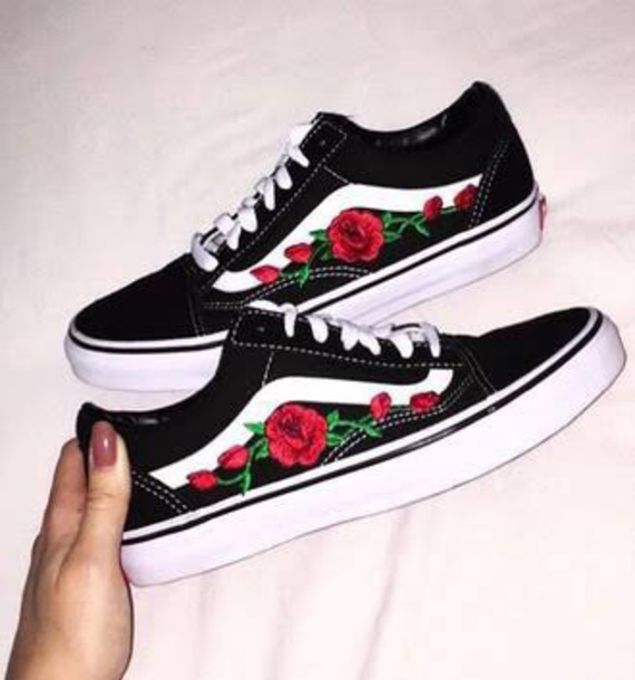 vans black low top