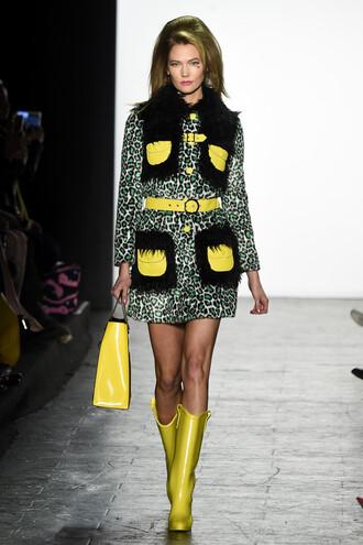 coat dress boots purse karlie kloss runway fashion week 2016 ny fashion week 2016
