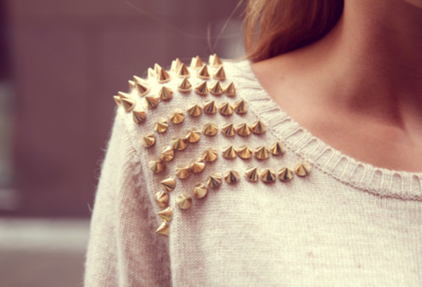 sweater clothes studs studded pullover white spikes white sweater rivets sweatshirt sexy sweater nieten nietensweater gold cute sweaters spikes sweater blouse spiked sweet cute fashion girl shirt lala clous pull blanc cassé ecru spiked sweater gold spike gold spikes cardigan