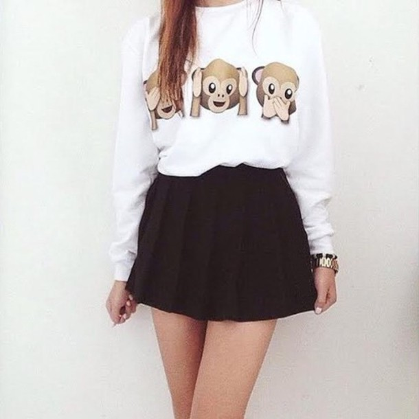 sweater emoji print black and white