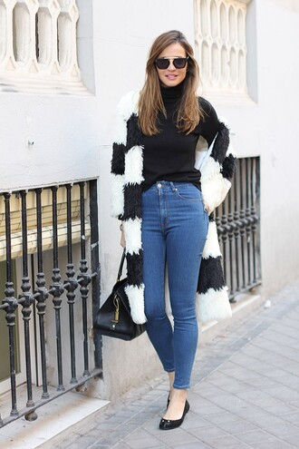 lady addict blogger sunglasses black and white high waisted jeans ballet flats coat jeans sweater bag jewels