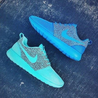 shoes blue shoes cute shoes turquise roshes nike turquoise nike shoes pastel sneakers