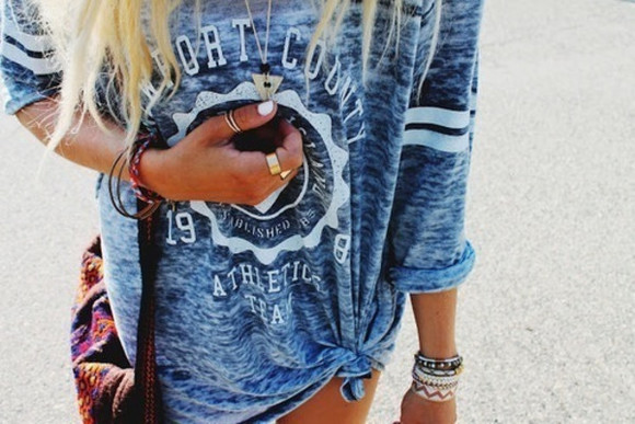 blue t-shirt t-shirt summer tumblr sweater t-shirt jewels rings weheartit