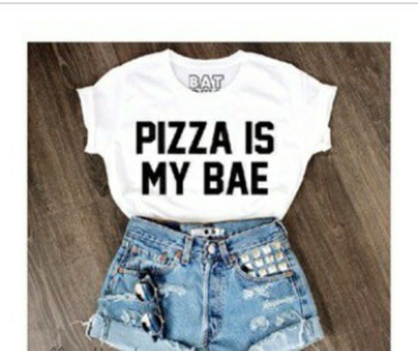 t-shirt pizza batoko white t-shirt quote on it white crop top. www.batoko.com t-shirt 501s High waisted shorts top pizza shirt bae babe food white shirt basic dope cool denim shorts denim cuffed shorts cuffs studs studded shorts dope swag nice blue shorts ripped shorts black n white pizza is my bae levi's sunglasses shirt quote on it print white crop to that saids pizza is bae shorts blouse white top style cute top outfit black& white bea white black beautifu gorgeous wanthis crop tops white black letters