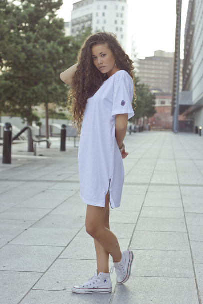 T shirt white dress shoes