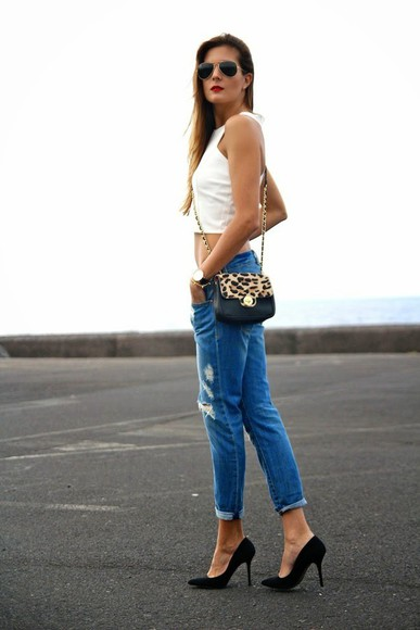 bag shoes blue top marilyn's closet blog jeans ripped jeans torn jeans boyfriend jeans