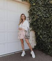 top,shirt,v neck shirt,skirt,sneakers,bag