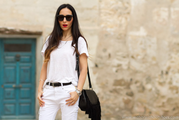 with or without shoes blogger jeans t-shirt bag jewels belt sunglasses