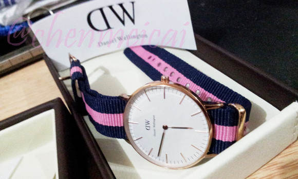 clock gloves pink & blue daniel wellington