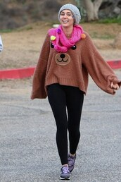 scarf,miley cyrus,oversized sweater,bear