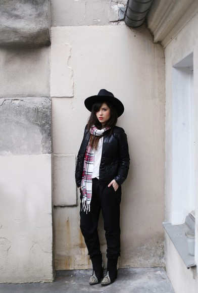 t-shirt betty blogger fedora scarf