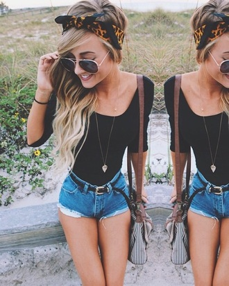 shorts denim cute jeans denim shorts t-shirt shirt style summer top belt long sleeves hair accessory sunglasses cute top fashion bag summer shorts boho chic black t-shirt black top crop tops light blue jeans headband beach jewels blonde hair tan legs boho shirt boho jewelry make-up curly hair