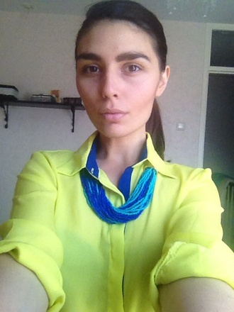 light blue jewels dark blue bib necklaces blue necklace yellow shirt