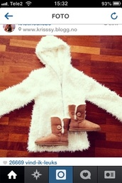 coat,jacket,fluffy,fuzzy coat,white,bear,veste,fourrure,blanc,blanche,poils,shoes