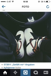 black,white,style,shoes,sports shoes,sneakers,kylie jenner,kicks
