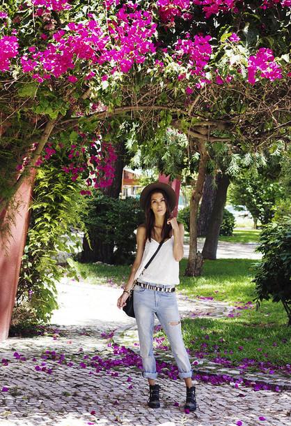 mexiquer hat t-shirt bag jeans belt shoes