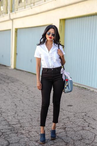 walk in wonderland blogger shirt jeans shoes bag scarf