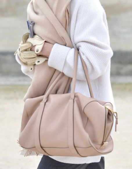 bag white beige gloves leather sweater winter outfits
