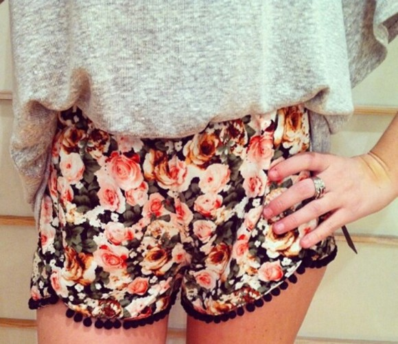 blanco white floral pink black red yellow shorts color motifs fleurs couleurs rouge roses jaune noir