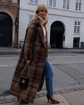 coat,wool coat,long coat,oversized coat,jeans,boyfriend jeans,pumps,crossbody bag,mini bag,turtleneck,turtleneck sweater,knitwear,white sweater,earrings