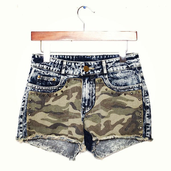 CAMO STUDDED DENIM SHORTS