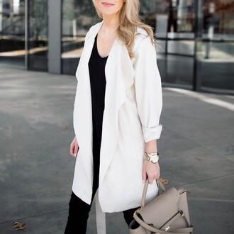 krystal schlegel blogger coat t-shirt jeans handbag spring outfits