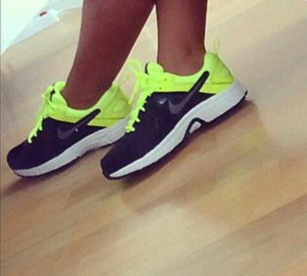 Neon yellow Nike running shoes women!: Nikes Shoes, Shoes Women'S, Running Shoes