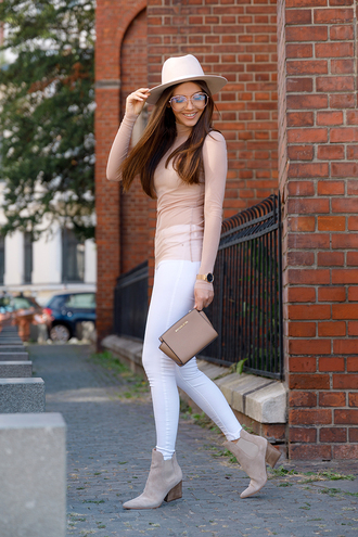 top hat tumblr nude top felt hat denim jeans white jeans boots grey boots ankle boots sunglasses