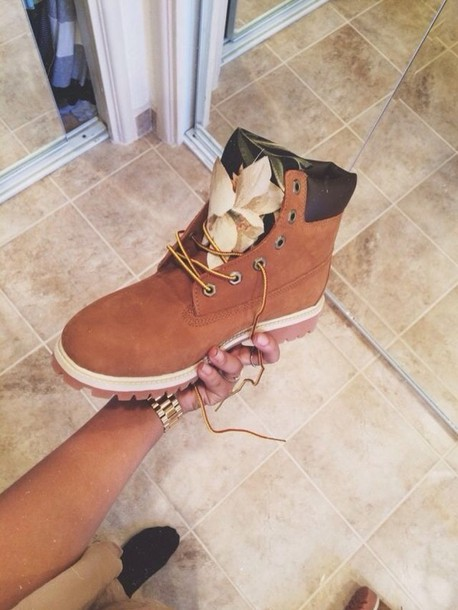 shoes boots timberlands instagram tumblr brown flowers timberlands floral fashion floral timberland boots timberland boots timberland dope timberlands boots