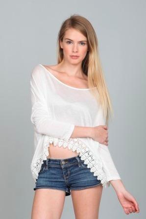 En créme crochet lace hem off white long sleeve top