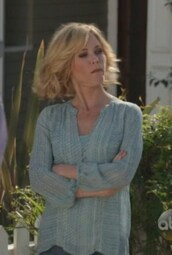 sweater,modern family,claire dunphy,julie bowen,blouse