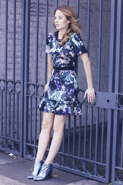 at fashion forte blogger jewels printed dress holographic boots galaxy print
