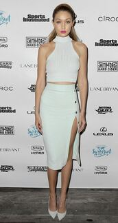 top,crop tops,gigi hadid,skirt,slit skirt,midi skirt,pencil skirt,pumps