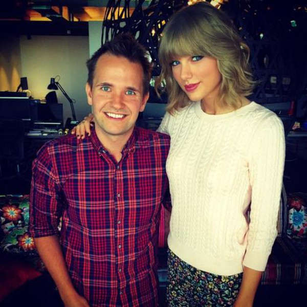 sweater taylor swift fall outfits knitted sweater
