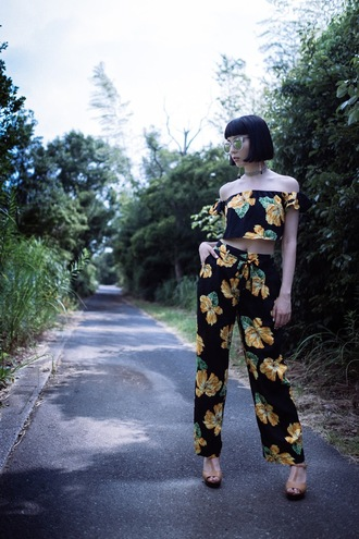 samantha mariko blogger sunglasses jewels shoes off the shoulder floral top black top crop tops high waisted floral pants black pants wedges zaful