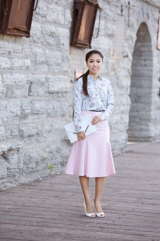 blogger blouse wearing fashion fluently pouch pink skirt midi skirt