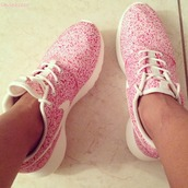 shoes,nike,pink,flowers,nike sneakers,nike shoes,white