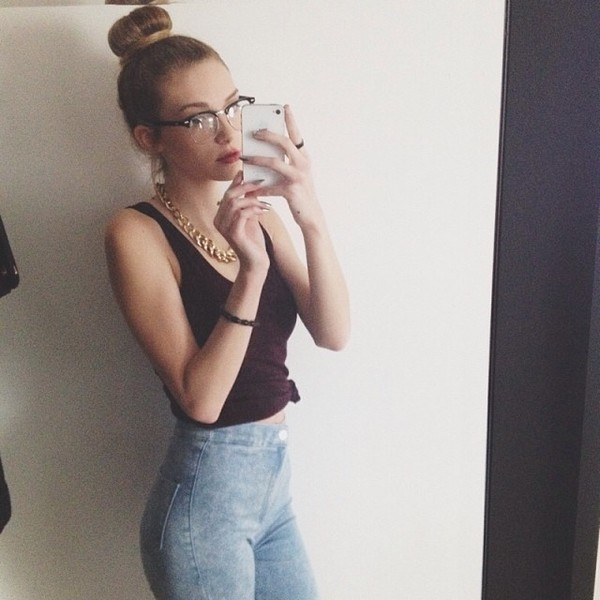 jeans high waisted jeans acid wash jeans spring fall outfits burgundy tumblr sunglasses