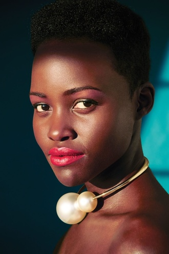 necklace pearl gold chanel ring black girls killin it lupita nyong'o gorgeous jewels