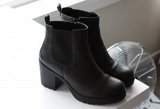 shoes black shoes ankle boot chelsea boots chunky heels