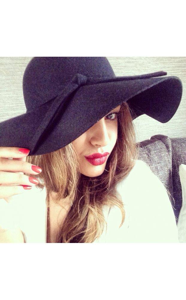 Blogger style black floppy hat