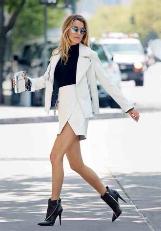 skirt fashion style white outfit chic pretty office outfits asymmetrical skirt designer summer outfits spring outfits classy blonde hair high waist skirts rich fashion nyc fashion new york city black suit jacket shoes
