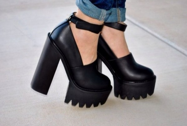 shoes heels jeans denim shorts black black heels chunky heels high heels black sandals talon noir shooes pretty fashion black shooes jeffrey campbell jeffrey campbell platform shoes black shoes kozy chunky sole chunky platform heels goth grunge shoes hippie style grunge goth hipster